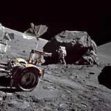 Фото NASA AS17-146-22294. Откосы в районе посадки «Аполлона-17»