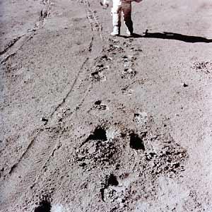 Фото NASA AS15-86-11655. Следы