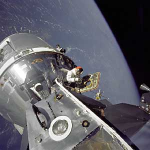 Фото NASA AS9-20-3064. Экспедиция