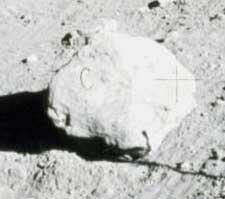Лунный камень, «помеченный буквой С»