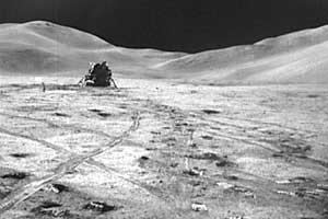 Фото NASA AS15-82-11057. Лунный модуль