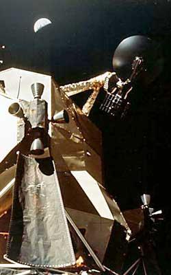 Фото NASA AS17-134-20463 (фрагмент). Земля над лунным модулем «Аполлона-17»