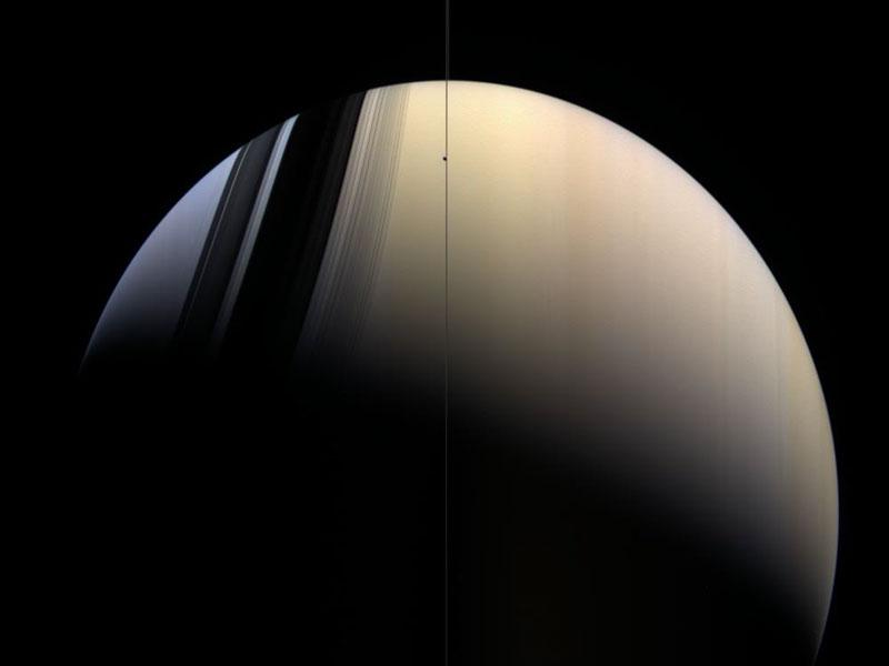 Золотистый и голубой Сатурн
