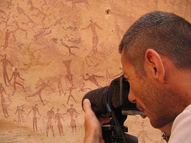А. Валеччи документирует пещерную живопись в Пещере Месткави
