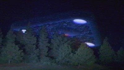 Кадр из видео о треугольном космическом корабле