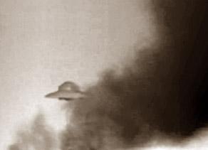 НЛО Рейха Хаунебу, наблюдающее за ходом сражения