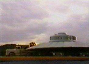 НЛО и грузовой автомобиль