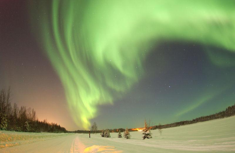 Северное сияние на базе ВВС США Эйельсон, Аляска