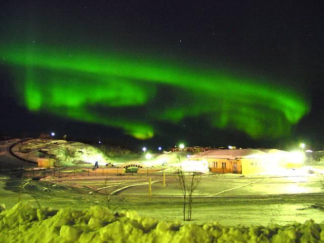 Полярное сияние над норвежским городком